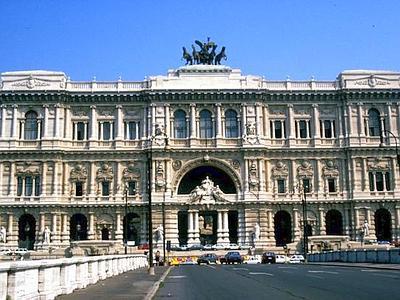 Competenza sulla istanza di fallimento di società italiana che trasferisce la sede all'estero