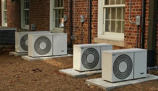 Condizionatori sul ballatoio condominiale: quando ne è legittima l'installazione