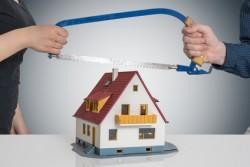 Divisione immobiliare – natura costitutiva ed esclusione di immobili abusivi