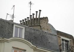 Si può realizzare una canna fumaria per il proprio appartamento sul parapetto del lastrico solare?
