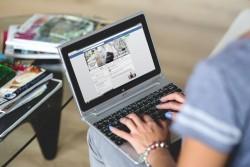 Reato di accesso abusivo per il marito che accede a profilo facebook della moglie