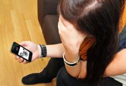 Installare uno spy-software nel cellulare del coniuge è reato